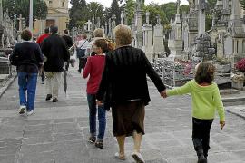 Lluvia y flores por Tots Sants, que un año más se adelanta en Palma