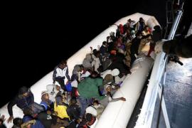La Guardia Costera de Libia recupera diez cadáveres y rescata con vida a 948 migrantes y refugiados