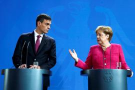 Merkel defiende más ayudas a España con la inmigración y Sánchez ofrece solidaridad
