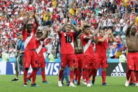Perú se despide del Mundial con una victoria por 2-0 ante Australia