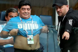 Maradona afirma que «está bien» y que no tuvo que ir al hospital tras el Nigeria-Argentina
