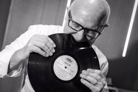 DJ Juan Campos celebra su 62 cumpleaños pinchando en La Movida
