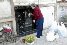 La visita institucional al cementerio recupera la tradición de los responsos