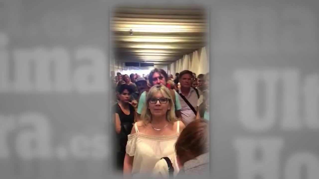 Los pasajeros denuncian las interminables colas en el control de pasaportes del aeropuerto de Palma