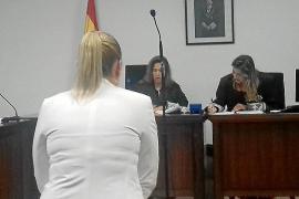 Juzgada la 'madame' por una estafa con el seguro del Globo Rojo