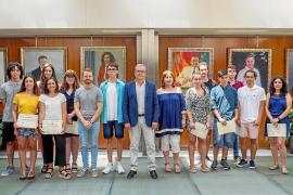 El Consell recibe a los estudiantes de Bachillerato y FP con mejor expediente