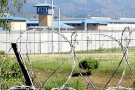 Condenado por agredir con un cristal a un trabajador de la cárcel