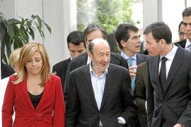 Rubalcaba: «Rajoy no dice lo que va a hacer pero Aguirre nos lo cuenta»