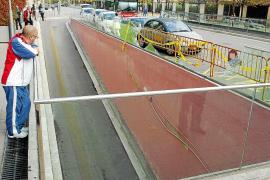 Once heridos al ceder la barandilla de un aparcamiento en Barcelona