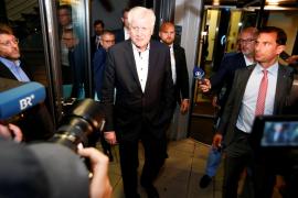 El ministro del Interior alemán dimite por sus diferencias con Merkel sobre inmigración