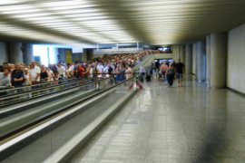 Trabajadores de Son Sant Joan auguran «un verano calentito» en el aeropuerto si no se incrementa la plantilla