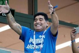 Maradona se ofrece para dirigir a Argentina sin cobrar