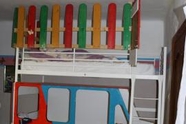 Condenados por encerrar a una niña de nueve años en una litera-jaula en Calvià