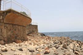 Los vecinos de Portals se muestran indignados por el empedrado de la costa