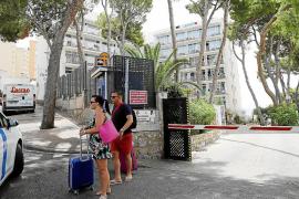 Los hoteleros de Magaluf piden aclarar si los turistas consumen drogas que les causan delirios