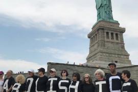 Protesta en la Estatua de la Libertad por la separación de familias inmigrantes