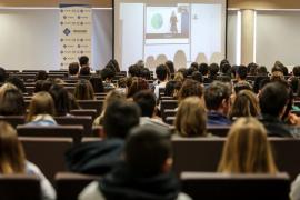 El Govern bajará un 10 % las tasas universitarias para el curso 2018-2019