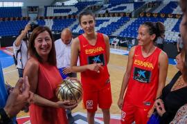 Armengol visita a la selección español femenina de baloncesto