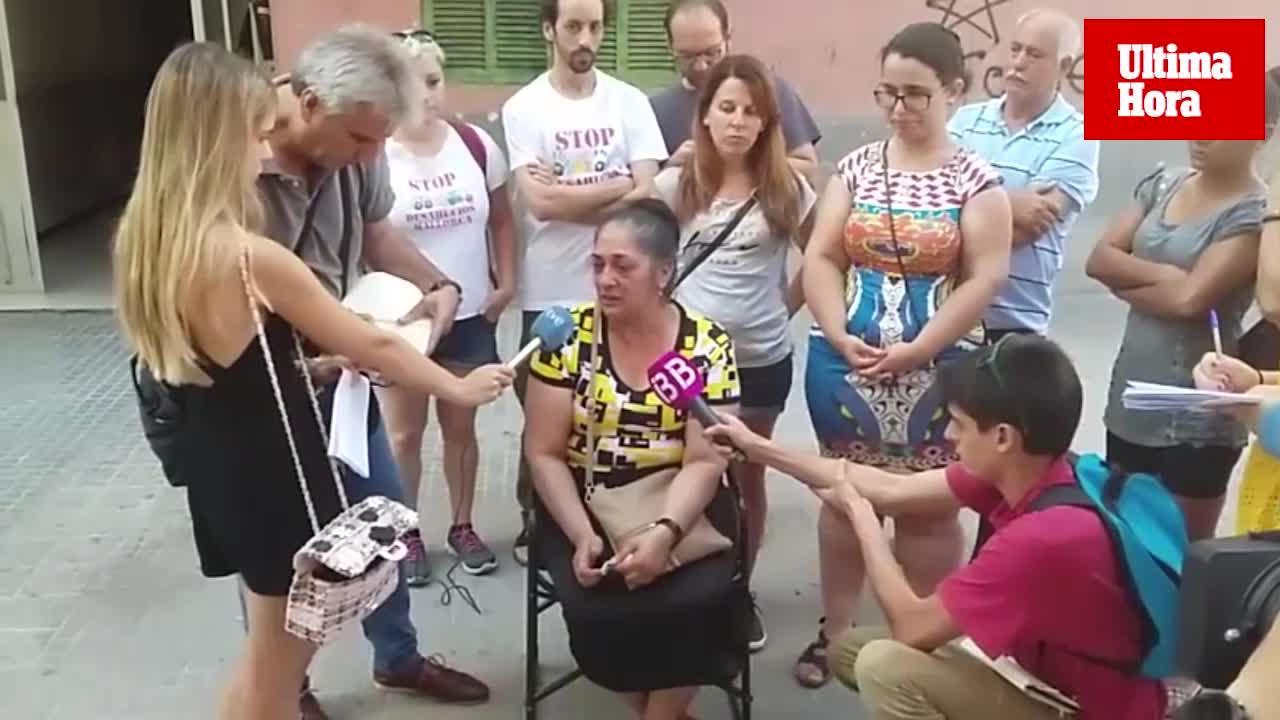 Stop desahucios acampa permanentemente frente a la casa de Clarisa por un alquiler social