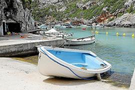 Ocho hombres son detenidos en Menorca tras llegar en patera a la playa de Canutells, en Maó
