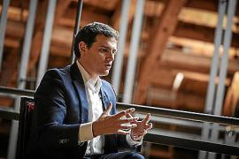 Albert Rivera: «Lamentamos que el PSOE balear legitime las políticas de exclusión»
