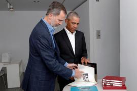 El Rey acompaña a Obama en una visita al Reina Sofía
