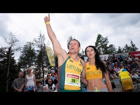 Una pareja lituana se proclama campeona mundial de 'cargar con la esposa' en Finlandia