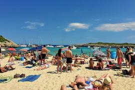 El Consell permitirá nuevos párkings en playas aisladas para prevenir la saturación