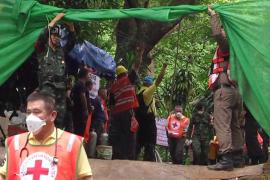 Al menos dos nuevos rescatados de la cueva de Tailandia, según los medios locales