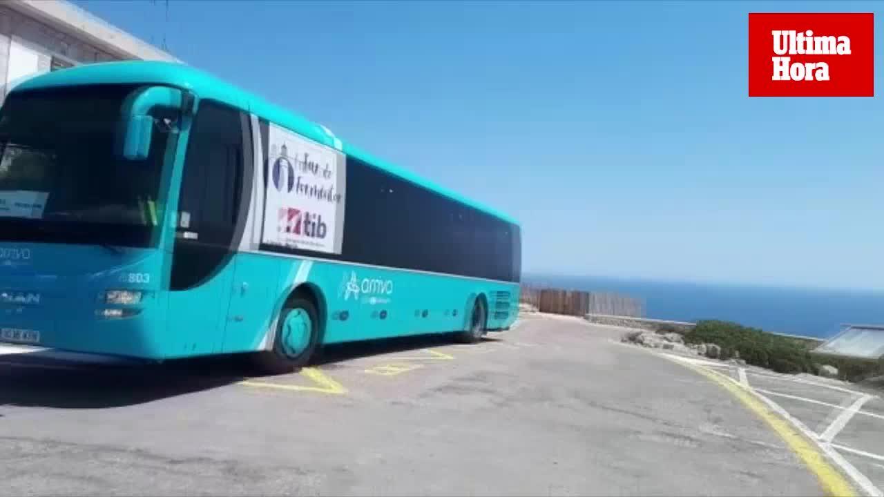 El bus lanzadera hacia Formentor se estrena con retenciones para acceder a la playa