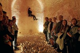 El público se entrega a la 'batalla' de Teatríntim en el Castell de Sant Carles
