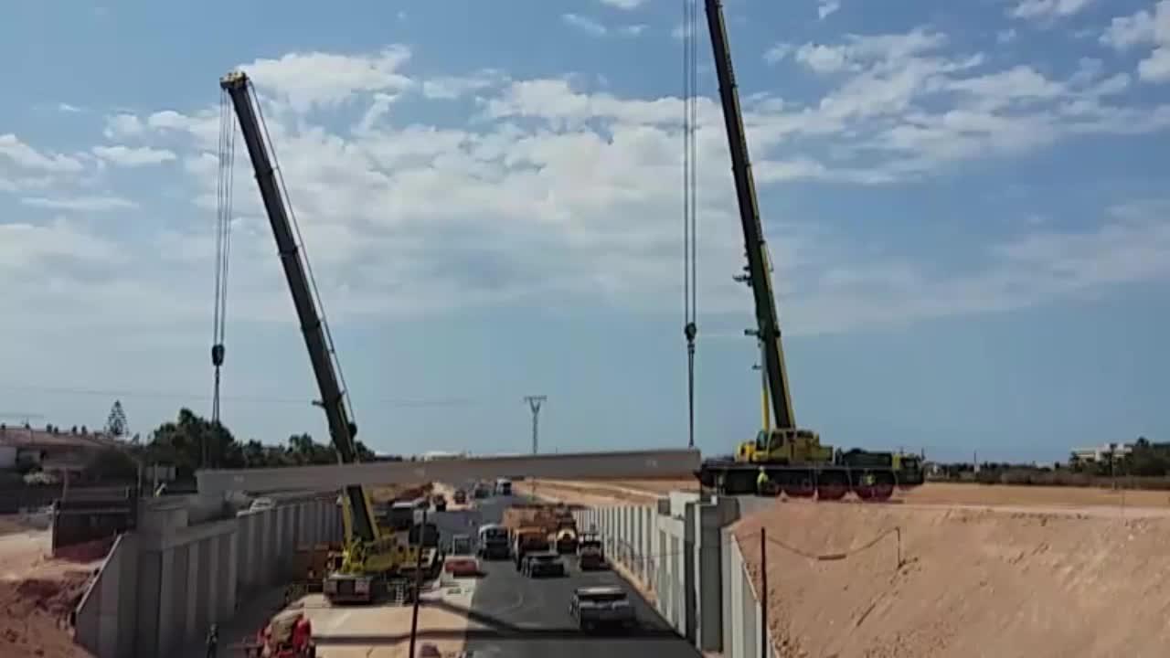 Tres vigas de 65 toneladas aguantarán la rotonda elevada de la vía conectora en Son Ferriol