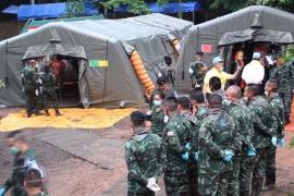 Los equipos de rescate consiguen sacar de la cueva de Tailandia a otros tres atrapados