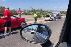 Un accidente en la Vía de Cintura en dirección al aeropuerto provoca importantes retenciones