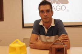 El menorquín Iker Martínez diseña una trampa biodegradable destinada al control de plagas de insectos