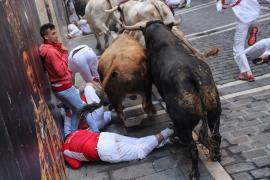 Los toros de Núñez del Cuvillo protagonizan un accidentado quinto encierro con muchas caídas