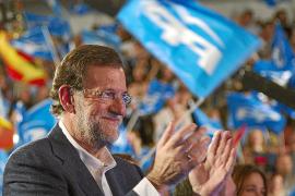 Rajoy: «Blanco debería dimitir, con arreglo al listón que pone a los demás»