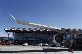 Trabajadores de tierra de aeropuertos pararán en agosto ante el bloqueo del convenio en 'handling'