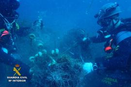 La Guardia Civil saca de la Reserva Marina de Llevant una red de pesca abandonada