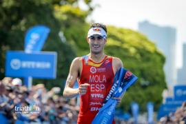 Mola refuerza su liderato en el Mundial de triatlón al ganar en Hamburgo