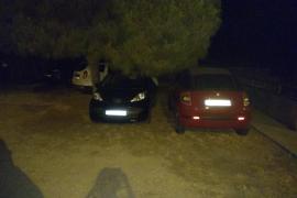 Aparcamiento ilegal parking de Torre den Pau.
