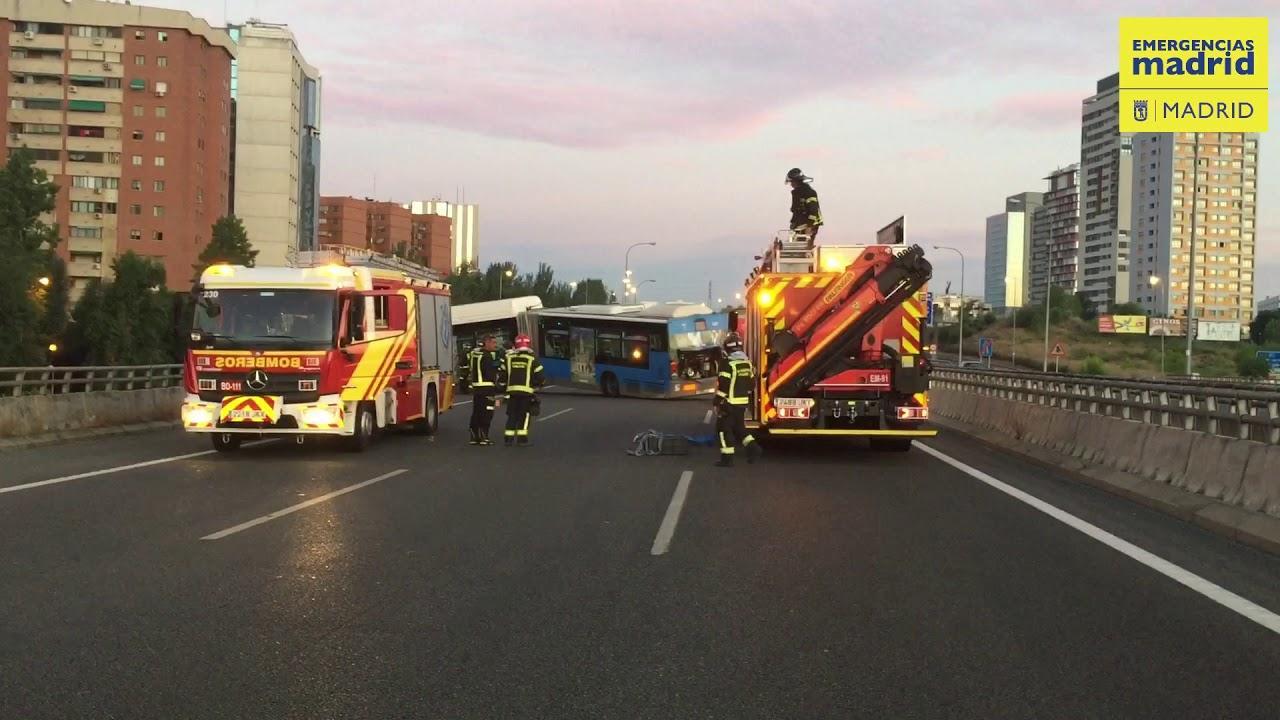 Rescatado el conductor de un bus lanzadera del Mad Cool tras quedar suspendido de un puente