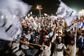 Estado Islámico golpea a Pakistán y deja 150 muertos en un mitin electoral