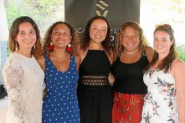 Sara Kabir, Emma Eckersley, Jessica Eckersley, Sascha Eckersley y Emily Shaw.