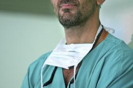 Nueva hazaña del doctor Cavadas: reconstruye la columna y la pelvis a un joven tetrapléjico desde los 9 años