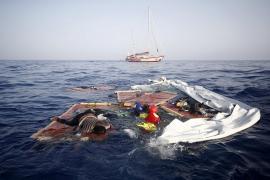 Josefa, la mujer rescatada por el buque Open Arms, se encuentra sana pero aún en shock