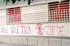 Aparecen pintadas franquistas en la sede del PSOE