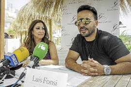 Luis Fonsi presentó ayer en Ibiza su versión más solidaria