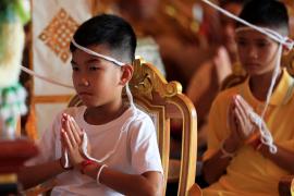 Los niños rescatados de la cueva tailandesa dan las gracias