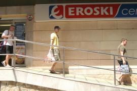 Retiradas botellas y garrafas de agua de la marca Eroski por posible contaminación
